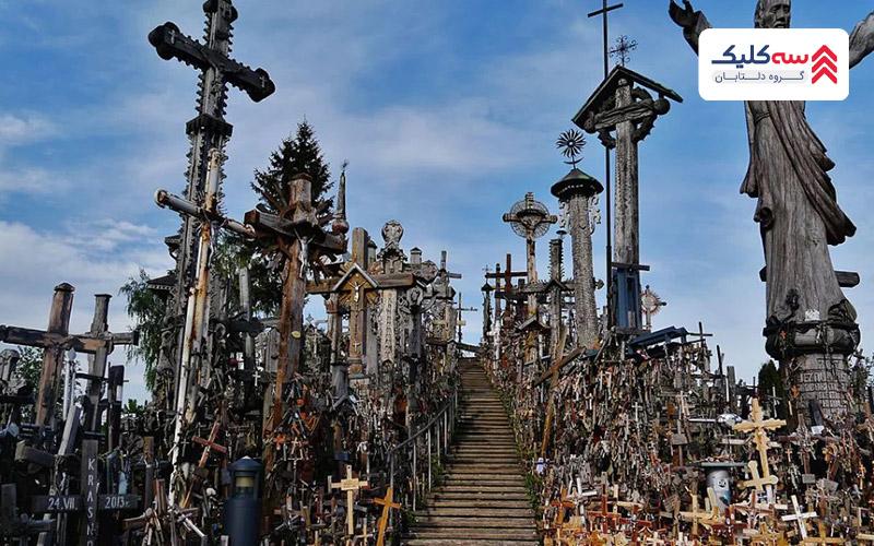 ثپه صلیب ها یکی از متفاوت ترین  جاذبه های ترسناک دنیا