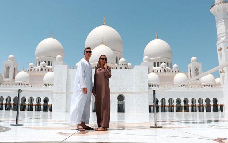 مسجد جامع شیخ زاید از جاذبه های امارات