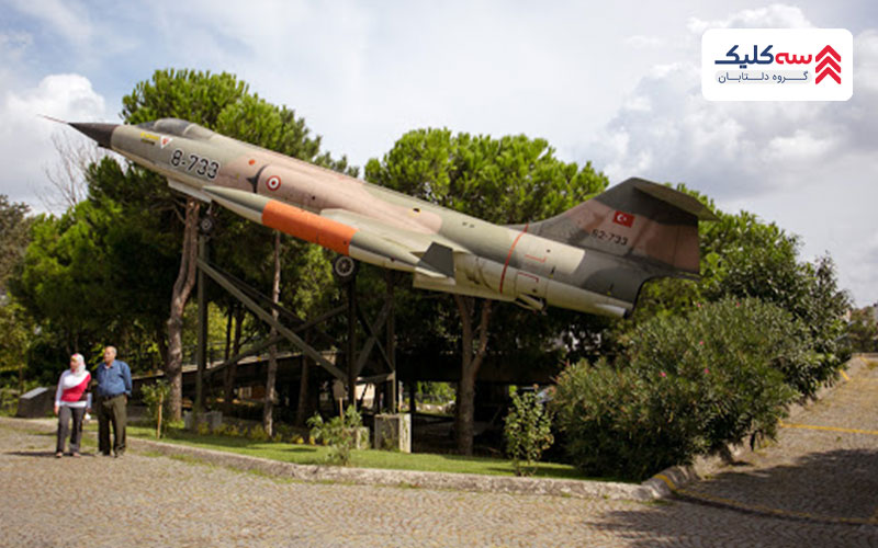 هواپیمای جنگی در فضای موزه نظامی استانبول