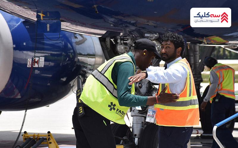 بازرسی مسافران توسط ماموران امنیت در پرواز