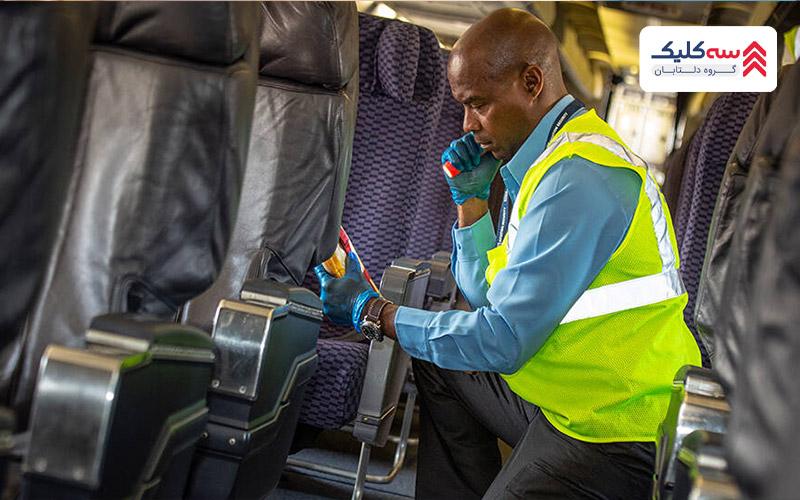 کنترل کابین هواپیما توسط ماموران امنیت   در پرواز