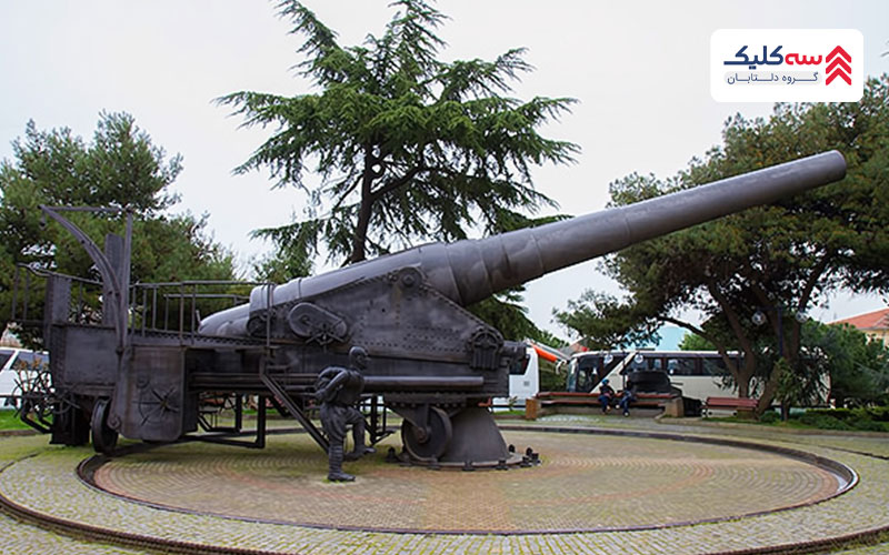 توپ های نظامی در محوطه های موزه نظامی استانبول