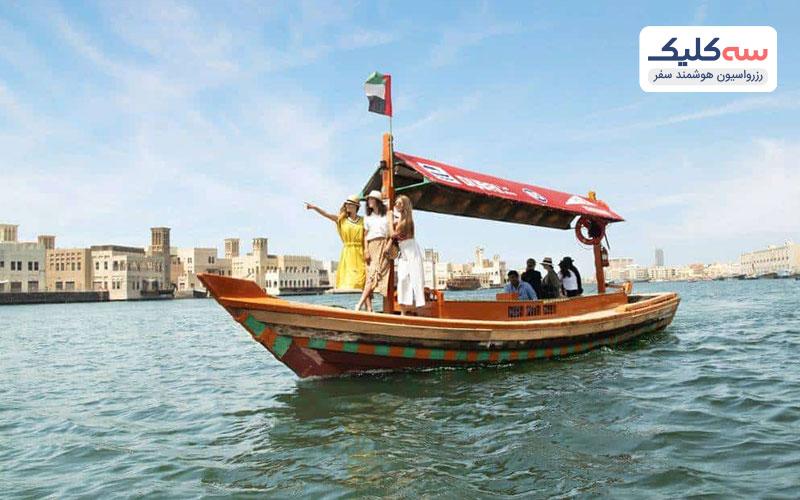 قایق سواری در نهر دبی