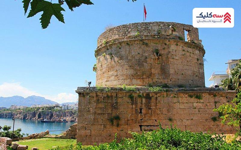 قلعه رومی(قلعه هیدیرلیک) ازمعروف ترین  جاذبه های آنتالیا