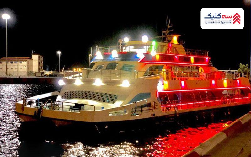 تفریحات دریایی کیش در شب